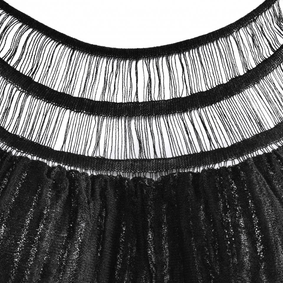 laceneck top black detail