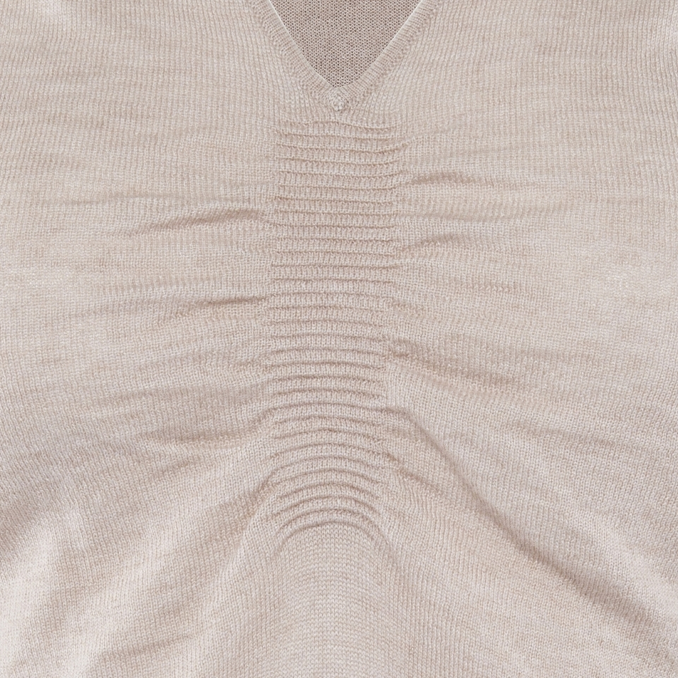Ripple V-neck bone detail