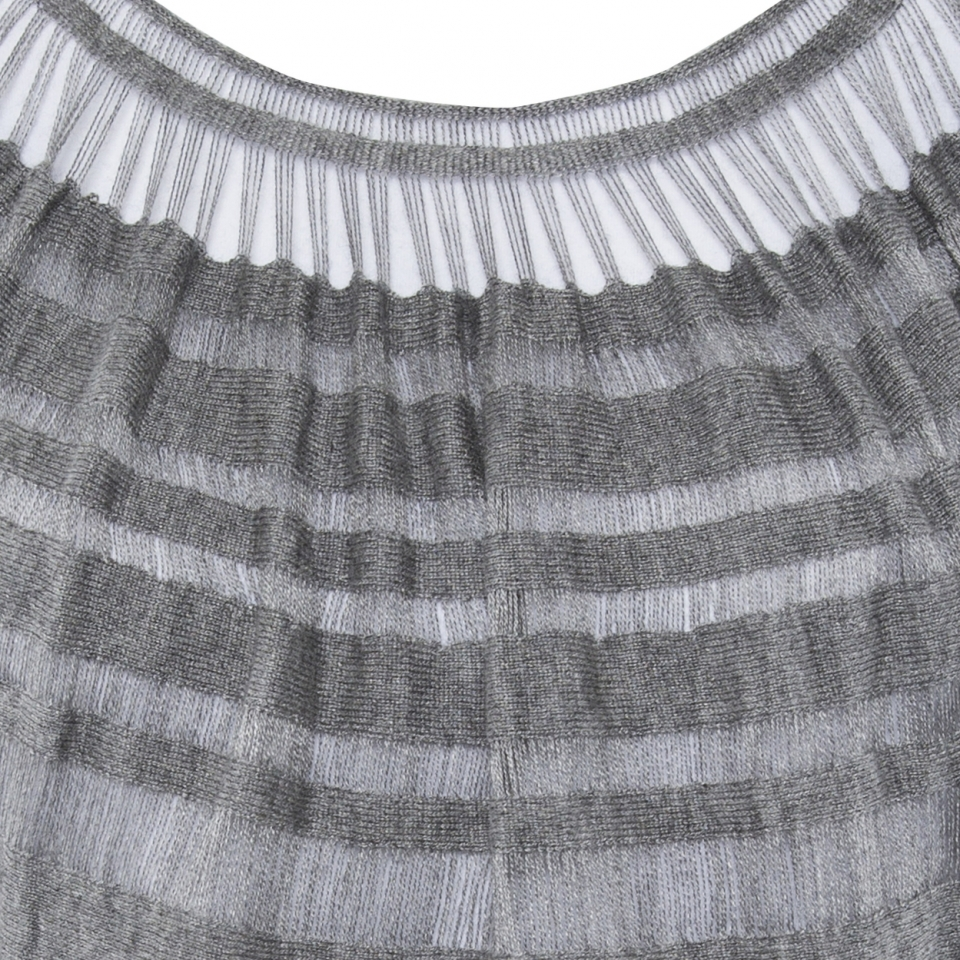 Laceline Top grey detail